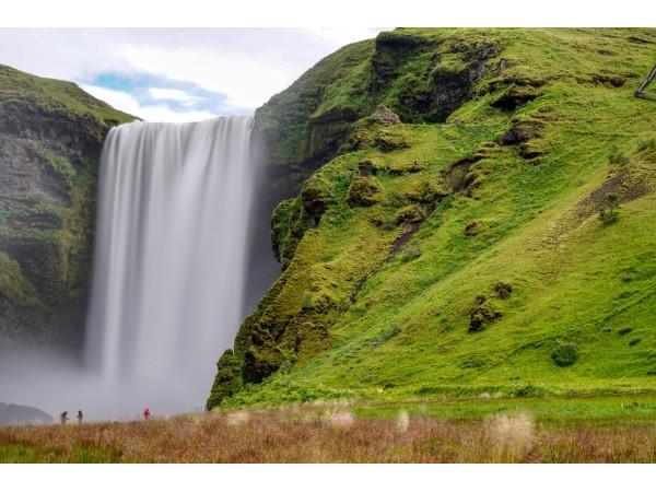 Пейзаж с водопадом Скоугафосс